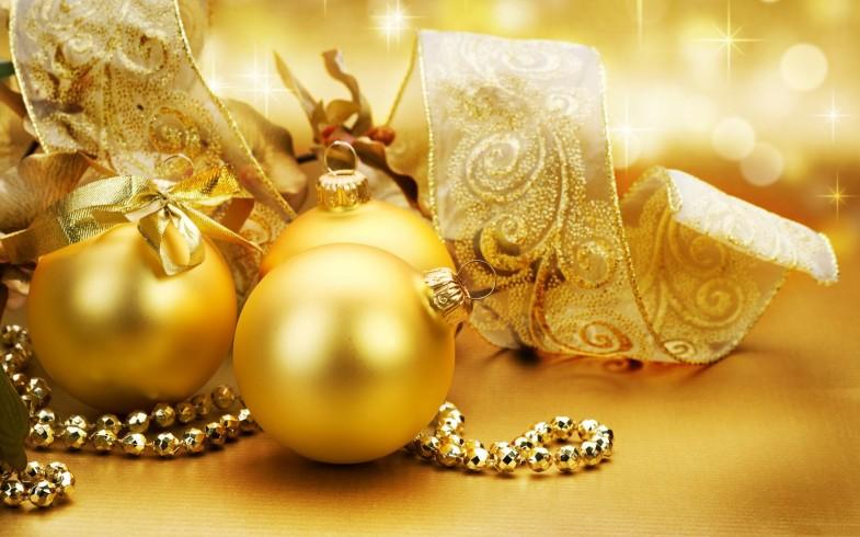 Golden-Balls-Merry-Christmas-2013-785x490